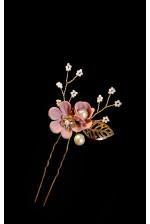 Шпилька с пудровыми цветами