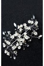 Веточка в волосы с белыми цветочками