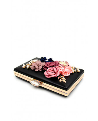 Черный клатч с 3d цветами