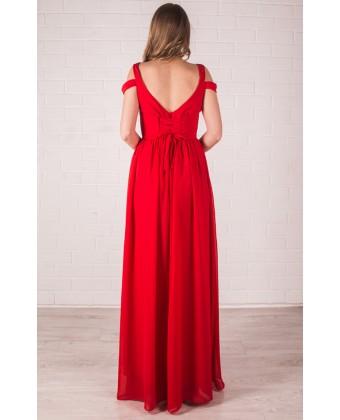 Красное платье с глубоким декольте