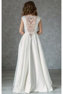 Атласное свадебное платье с расшитой спиной