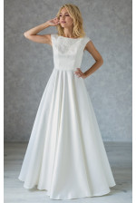 Атласное свадебное платье с вышивкой