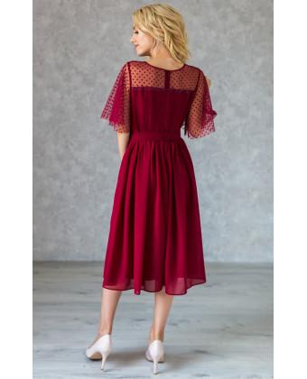 Коктейльное платье с красивым декольте марсала