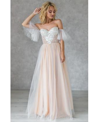 Свадебное платье с чашечками и спущенным рукавчиком