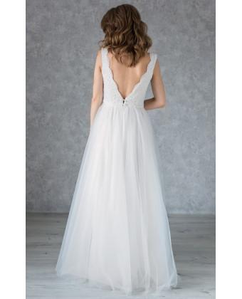 Свадебное платье с фигурным вырезом декольте