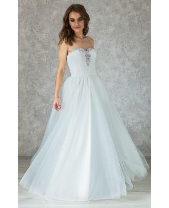 Воздушное свадебное платье с камушками по лифу