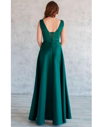 Изумрудное атласное платье