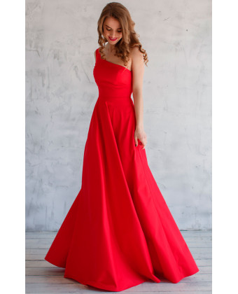 Платье на одно плечо красное