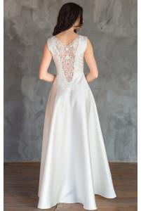 Атласное свадебное платье с кружевной спиной