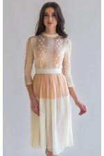 Коктейльное платье с кружевным рукавом