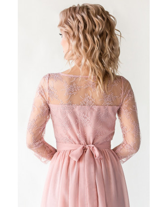 Платье с кружевом и рукавом пудра