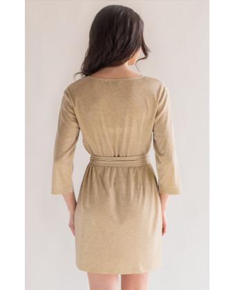 Золотое платье прямого силуэта