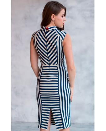 Необычное платье в полоску с бантом