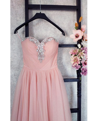 Воздушное вечернее платье с камнями по лифу