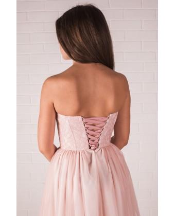 Нежное платье с корсетом и пышной юбкой
