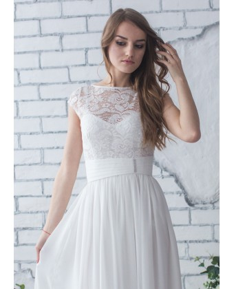 Свадебное с кружевом и широким поясом