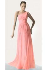 Персиковое платье на одно плечо