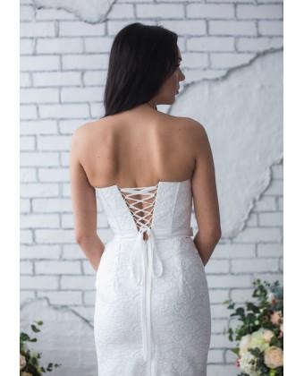 Белое платье футляр