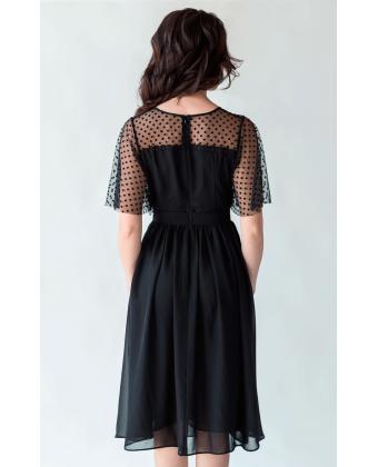 Черное коктейльное платье с красивым декольте