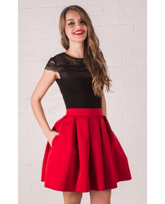 Красная юбка в складу короткая
