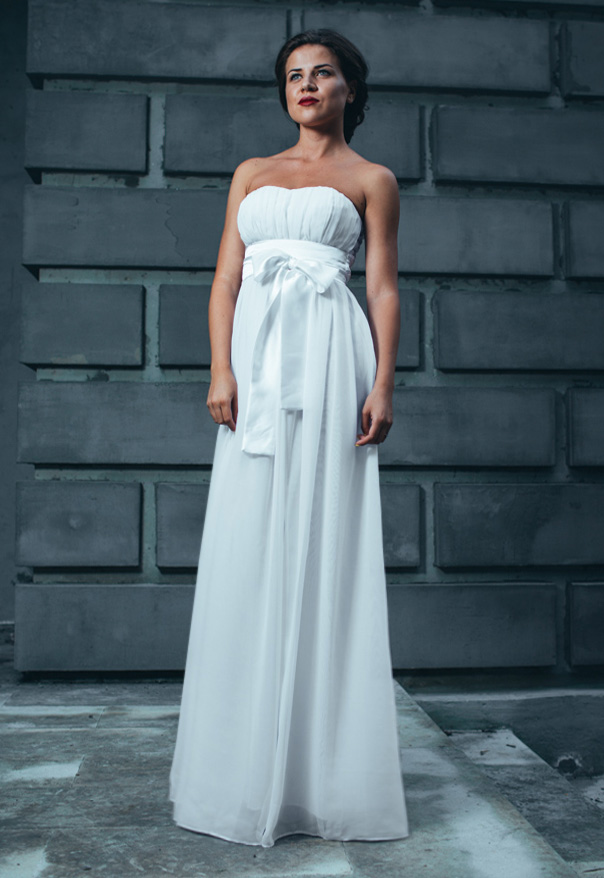 Атласное платье с завышенной талией